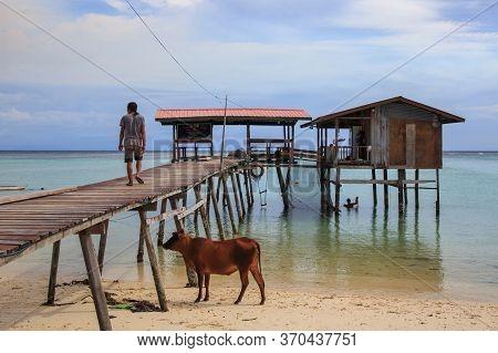 Mantanani Island, Sabah, Malaysia-circa September, 2017: Unidentified Local People Of Mantanai Islan