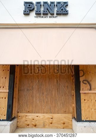 Miami Beach, Fl, Usa - June 7, 2020: Pink Store Protect Storefronts From Burglars During Nationwide
