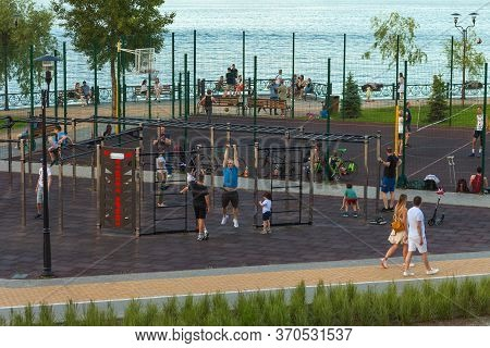 Kiev, Ukraine - June 7, 2020: Natalka Park On Obolon In Kiev. On A Warm Summer Evening, People Walk