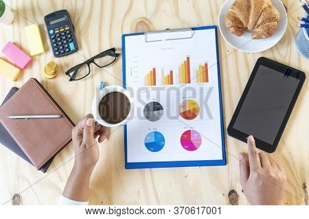 Excel Stat Spreadsheet Business Analytics Graph Statistic With Graph And Table Data Number In Charts