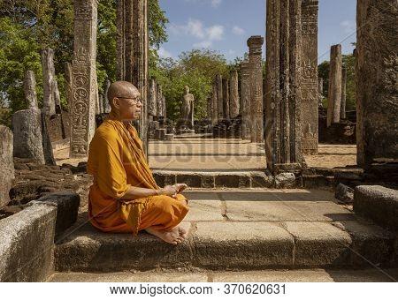 Ed-negombo, Sri Lanka - 2019-03-22 - Monk Poses In Front Of Famous Buddah Site.