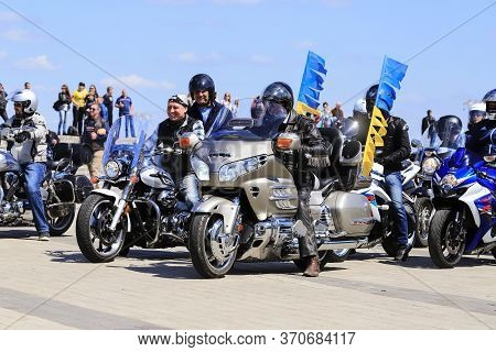 Dnipro, Ukraine, 28 04, 2018. Motorcyclists On Beautiful Expensive Motorcycles With A Yellow And Blu