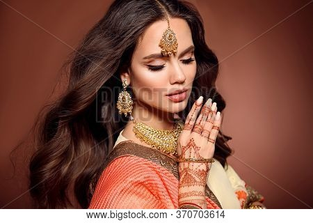 Mehendi. Portrait Of Beautiful Indian Girl In Sari. Young Hindu Woman Model With Kundan Golden Jewel