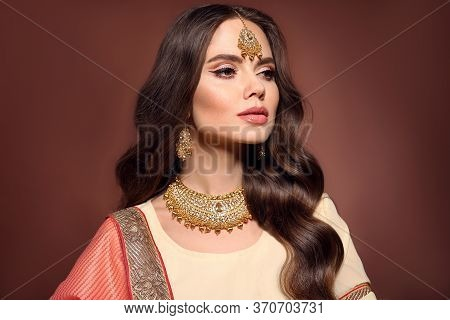 Portrait Of Beautiful Indian Girl In Saree. Young Hindu Woman Model With Kundan Golden Jewelry Set.