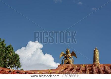 Norbulingka Summer Palade Of Dalai Lama In Lhasa, Tibet, Roof With Golden Idol And Stella