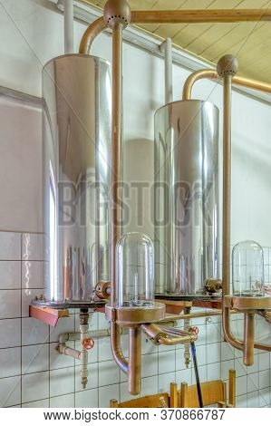 Distillery Of Alcohol For Farmers Of Their Own Fruit, Official Growing Distillation Equipment, Alcoh