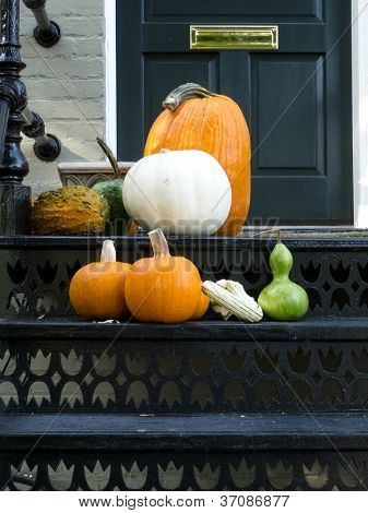 Thanksgiving ready home doorway