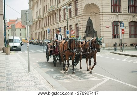 Prague, Czech Republic, July 25, 2016 Carriage For Tourists On The Background Of A Historic Building