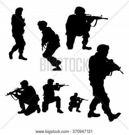 Troops Of Soldiers Return Form War / Silhouette Vector