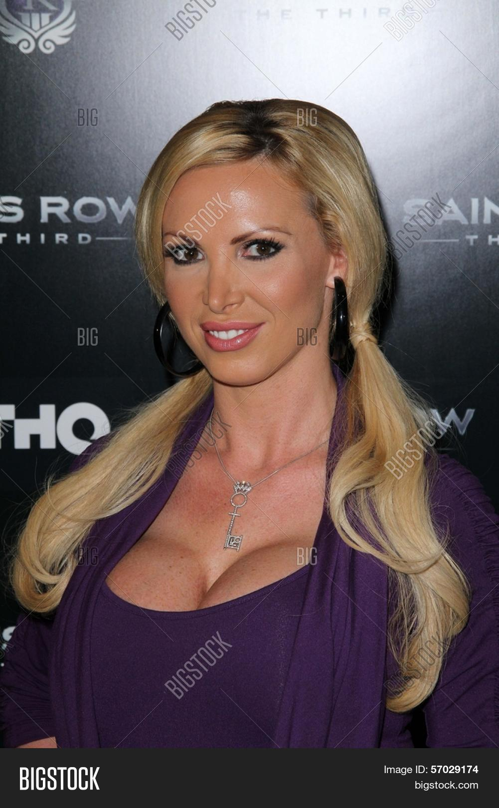Watch Nikki Benz video