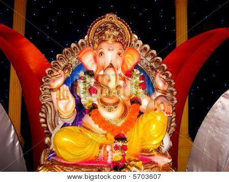 schöne Ganapati Idol in indischen festival