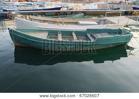 pair-oar under the white background