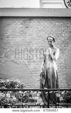 Statuary at ASIATIQUE The Riverfront
