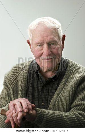 Senior Mann mit cane