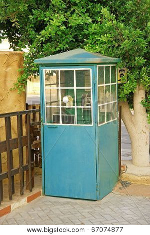 Phonebooth, pay phone