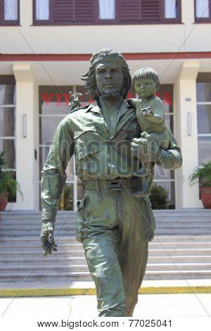 Che and child statue in Santa Clara, Cuba