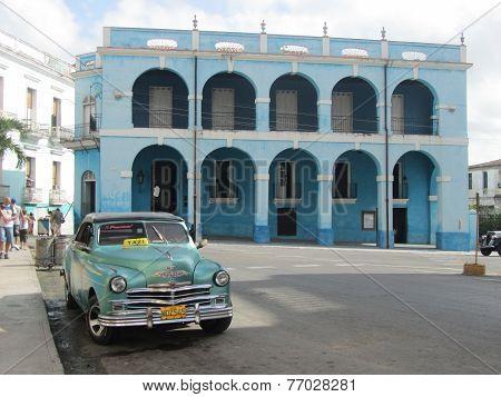 Palacio De Junco And A Typical Cuban Taxi