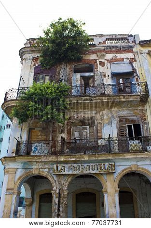 La Maravilla, Decaying Building
