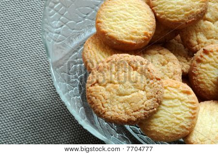 Cookies in glass bowl
