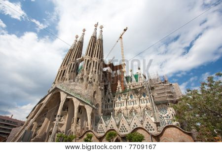 Sagrada Familia (wide View)