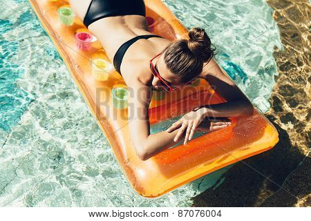Young Pretty Fashion Woman Body Posing In Summer In Pool