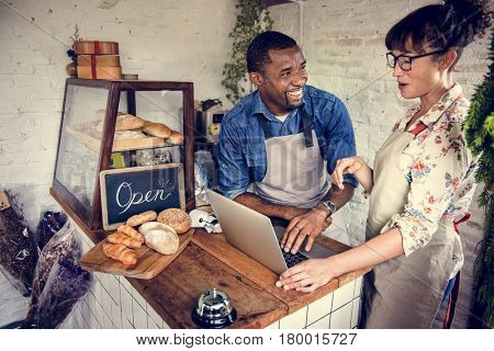 Couple partnership the bakehouse with e-business online