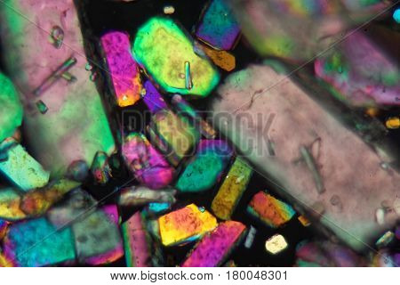 Crystals of sodium borate under the microscope and in polarized light.