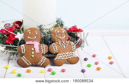 Pair of gingerbread men. Christmas gingerbread cookies.