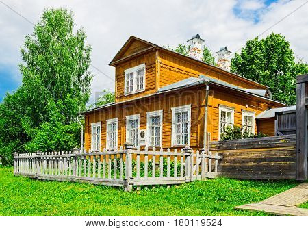 Wooden russian village house on a summer day. House-Museum of Vasnetsov artists in the village of Ryabovo