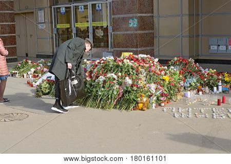 05.04.2017.Russia.Saint - Petersburg.Metro station Institute of Technology.In the subway there was a terrorist attack.A terrorist blew up a car in the subway.People bring flowers in memory of dead people.