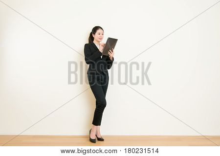 Business Woman Using Digital Tablet Pc Computer