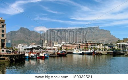 VICTORIA AND ALFRED WATER FRONT, CAPE TOWN SOUTH AFRICA 19dder