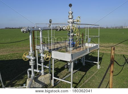 Oil well. The equipment and technologies on oil fields.
