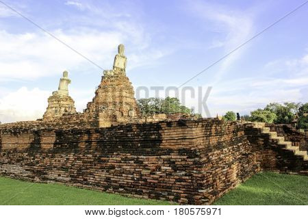 Wat Chaiwatthanaram . The relics late Ayutthaya Ayutthaya Province located in the city of Ayutthaya Ban Pom. Along the banks of the Chao Phraya River West coast outside the city. Wat Chaiwatthanaram temple was built during the reign of King Prasat Thong i
