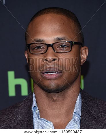 LOS ANGELES - MAR 26:  Cornelius Smith Jr. arrives for the PaleyFest LA 2017-Scandal on March 26, 2017 in Hollywood, CA