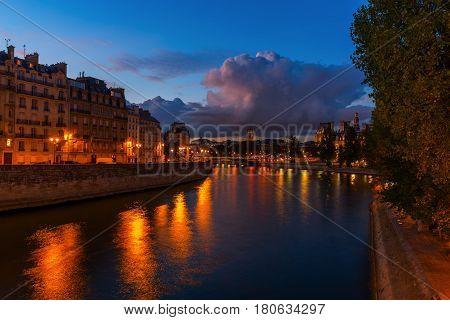 Night Scene At The Ile De La Cite In Paris