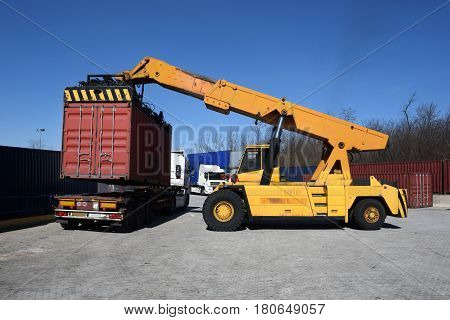Autoloader Container Handling Vehicle