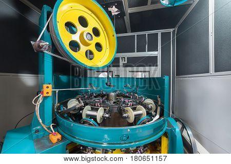 Internal mechanisms high-speed braiding machine. Equipment for the manufacture of metal braiding.