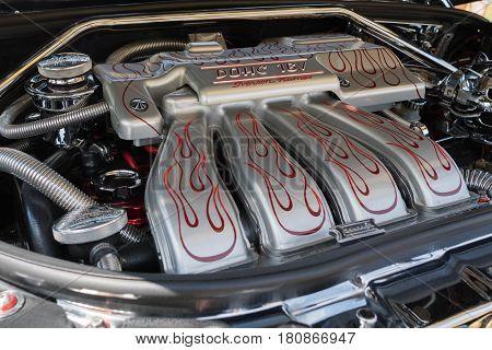 Chrysler Pt Cruiser Engine On Display