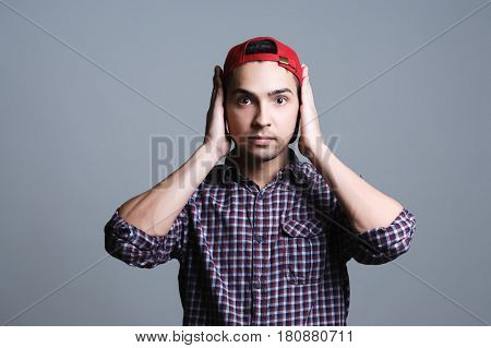 can not hear anything, th guy closed the ears with his hands