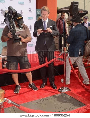 LOS ANGELES - APR 7:  Cary Elwes at the Carl and Rob Reiner Hand and Footprint Ceremony at the TCL Chinese Theater IMAX on April 7, 2017 in Los Angeles, CA