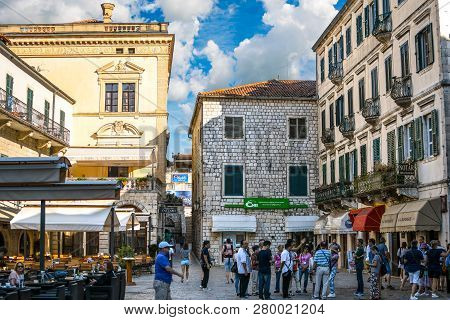 Kotor, Montenegro - September 19 2018: Tourists Gather Near Shops Outdoor Sidewalk Cafes In The Piaz