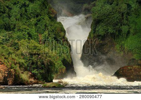 Murchison Falls Ugana And The Lush Green Jungle Surrounding Its Cliffs.