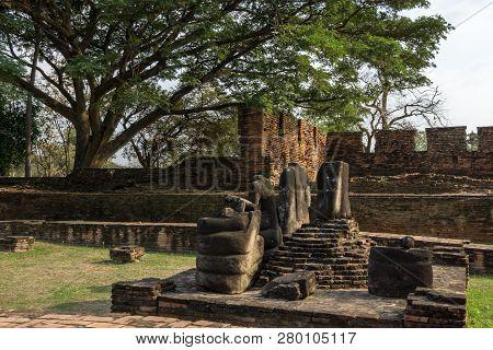Wat Phra Si Sanphet Headless Statues