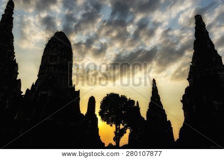 Silhouette Of Wat Chaiwatthanaram