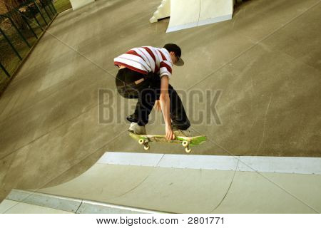 Skateboarding:Backside Air