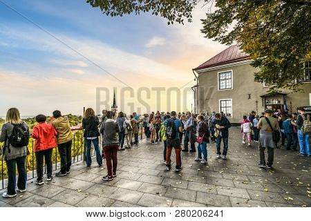 Tallinn, Estonia - September 8 2018: A Crowd Of Tourists Visit The Toompea Hill Patkuli Overlook To