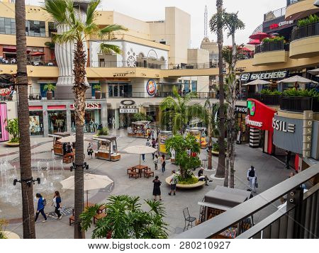 Los Angeles, Usa - May 19, 2018: The Hollywood And Highland Center Is A Shopping Mall And Entertainm