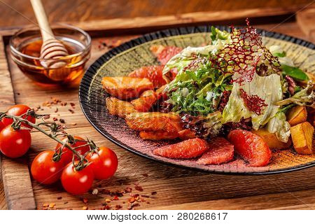 Modern Arabic Cuisine In 2019. Asian Salad Of Fried Salmon, Avacado, Grapefruit And Salad Mix, With