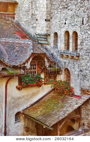 A serf court and the walls decorated by flowers in pots